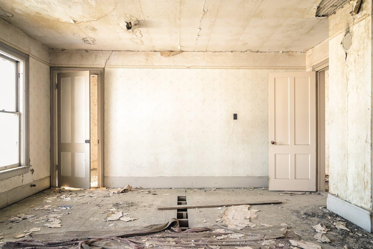 חלל בדירה לפני שיפוץ