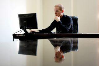 עורך דין בזמן עבודה